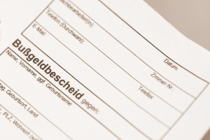 Wird der Bußgeldbescheid per Einschreiben verschickt?
