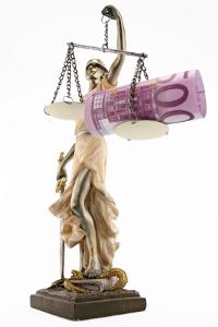 Wird beim Bußgeldverfahren Einspruch eingelegt, können Kosten für den Anwalt und das Gericht entstehen.
