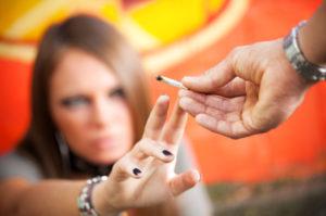 Im Straßenverkehr ist die Folge von Drogen oder Alkohol stets ein Fahrverbot.