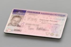Fahrverbot von 1 Monat: Wann den Führerschein abgeben?