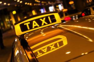 Fahrverbot: Ein Härtefall kann vorliegen, wenn die berufliche Existenz vom Führerschein abhängig ist.