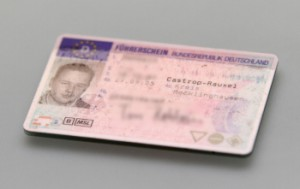 Fahrverbot: Wann Sie den Führerschein abgeben müssen, steht im Bußgeldbescheid.