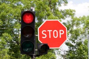 """Geblitzt bei """"Rot"""": Beim Strafmaß ist die Dauer der Rotphase entscheidend."""