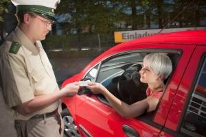 Geblitzt? In Deutschland gilt das Prinzip der Fahrerhaftung.