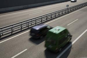 Geschwindigkeitsbegrenzung in Deutschland: Auf der Autobahn gelten oft auch für Pkws Tempolimits.