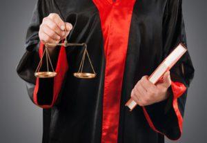 Nur ein Richter kann entscheiden, ob ein Härtefall vorliegt. Vom Fahrverbot kann dann abgesehen werden.