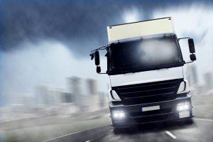 Mit einem LKW sollte die Geschwindigkeit stets im gesetzlichen Rahmen bleiben.