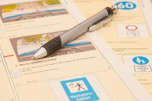 Nach der MPU-Verjährung muss oft die Führerscheinprüfung wiederholt werden.