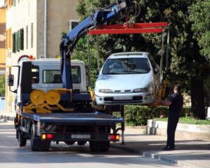 Wenn Personen mehrfach ohne Führerschein Auto fahren, kann der PKW beschlagnahmt werden.