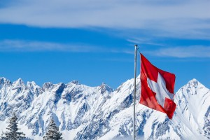 Es gibt auch ein Sonntagsfahrverbot in der Schweiz. Auch an Feiertagen müssen LKW auf dem Parkplatz bleiben.
