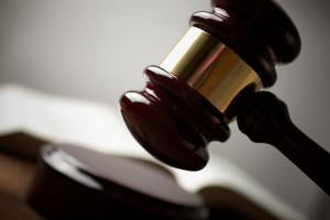Ein Gericht entscheidet über Ihren Antrag auf Sperrfristverkürzung.