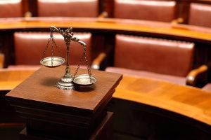 Die Sperrfristverkürzung erfolgt per Richterspruch.